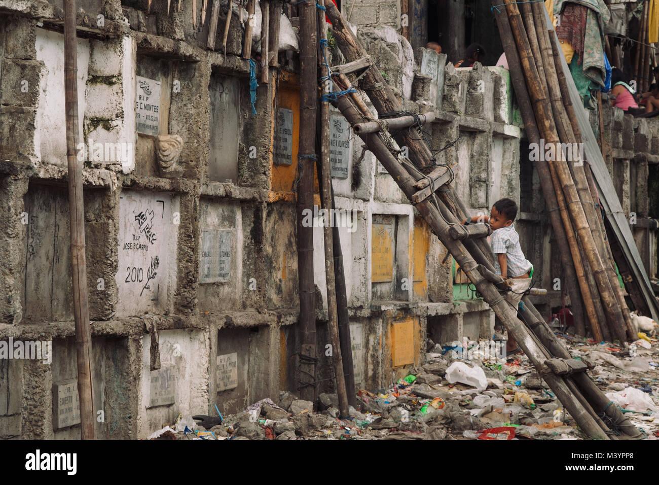Manila, Manila, Philippinen. 7. Apr 2015. Ein Kind in den Slums auf ...