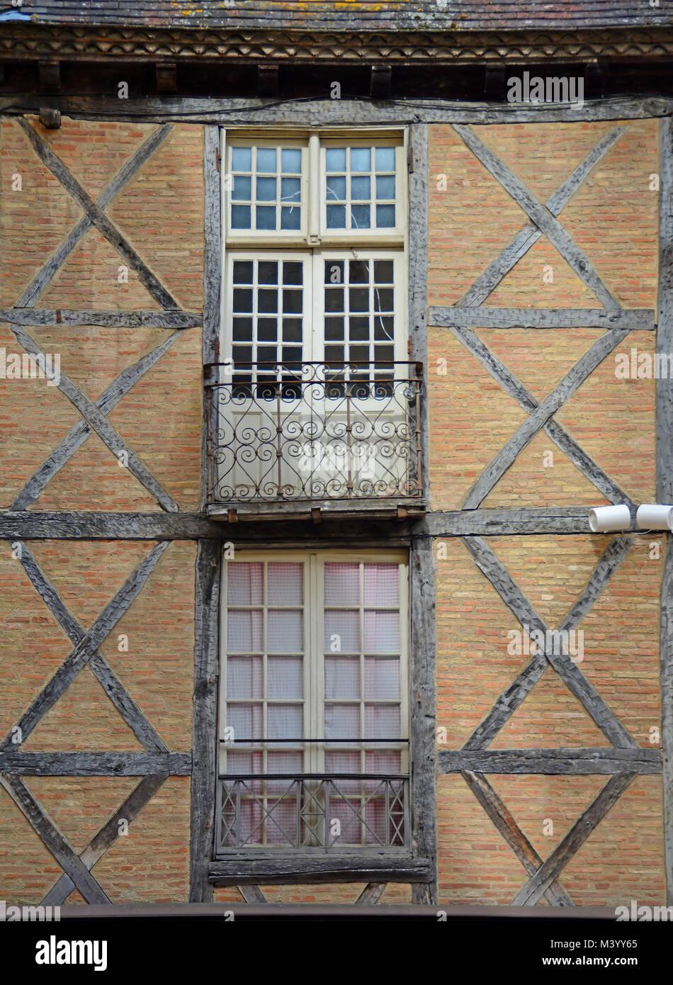 Franzosische Fenster Und Balkon In Fachwerkhaus Wande Stockfoto