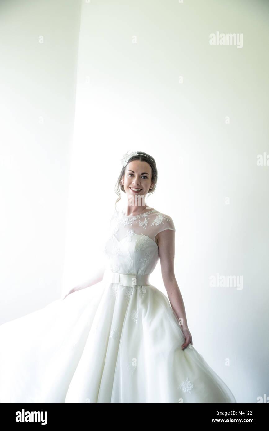 Wunderbar Einfach Weg Vom Weißen Hochzeitskleid Galerie - Hochzeit ...
