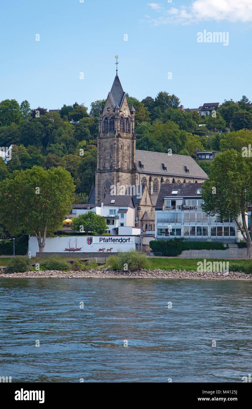 Pfarrkirche St. Peter und Paul am Ufer des Rheins, Pfaffendorfer, disrtrict Koblenz, Rheinland-Pfalz, Deutschland, Stockbild