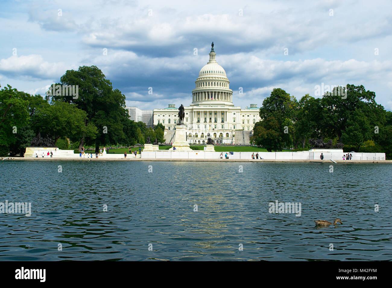 US-Hauptstadt auf der Westseite mit bewölktem Himmel Stockbild
