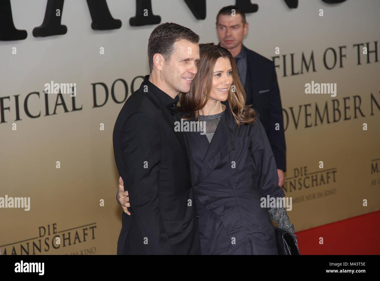 Oliver Bierhoff Und Seine Frau Klara Szalantzy Stockfotografie Alamy