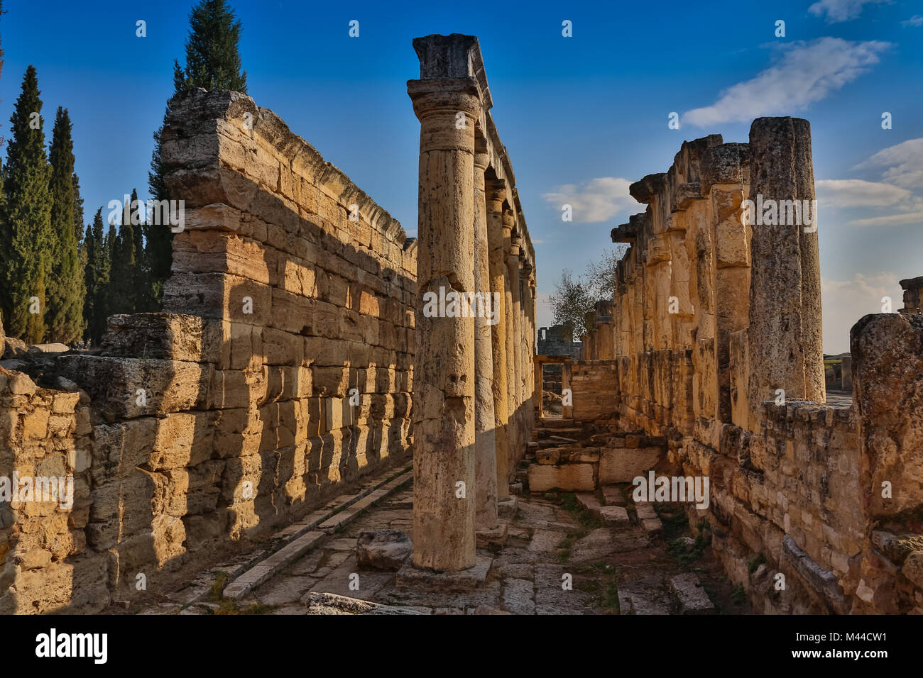 temple aphrodite in ancient greek stockfotos temple aphrodite in ancient greek bilder alamy. Black Bedroom Furniture Sets. Home Design Ideas
