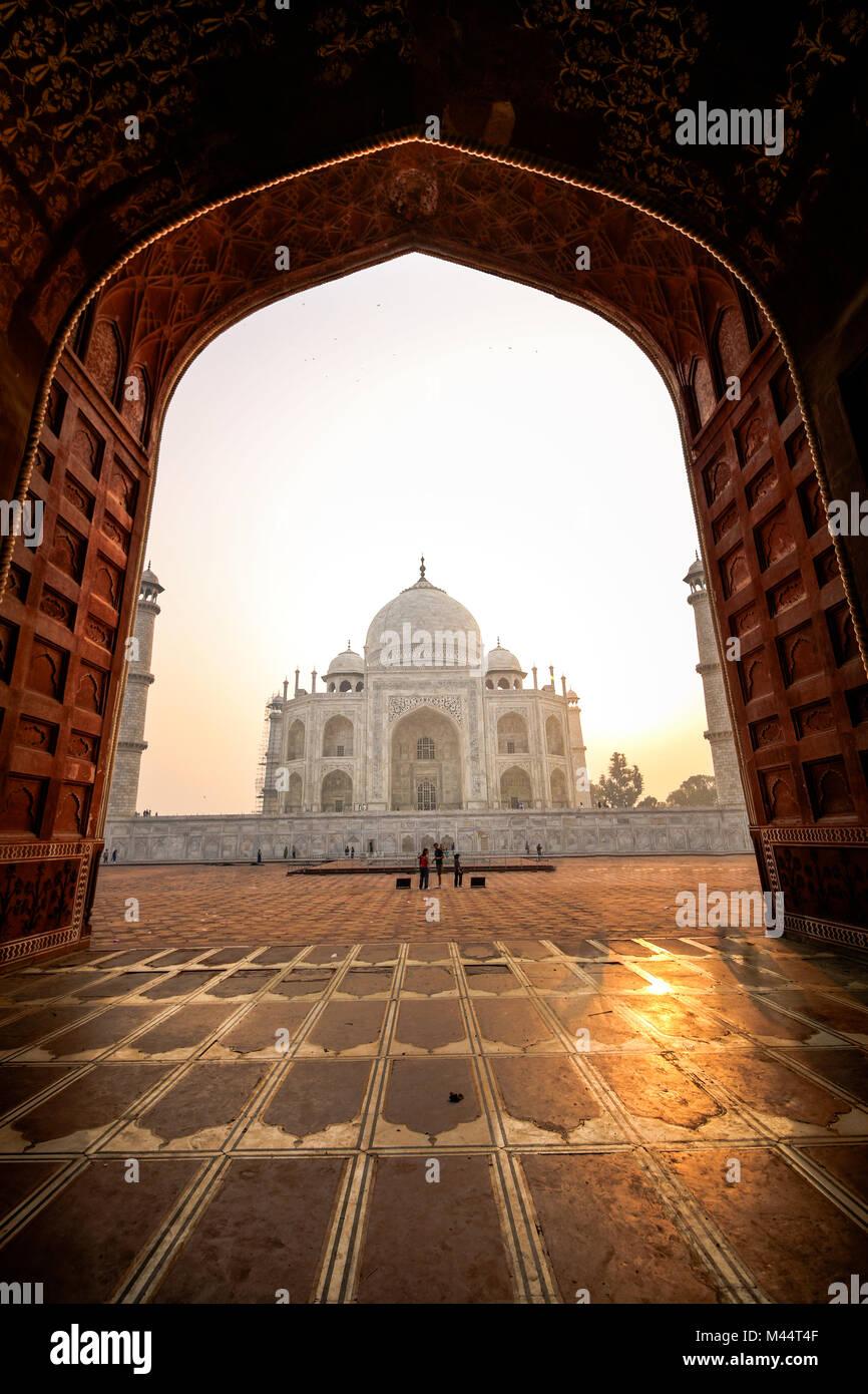 Blick auf den Taj Mahal von Moschee, Agra, Uttar Pradesh, Indien Stockbild