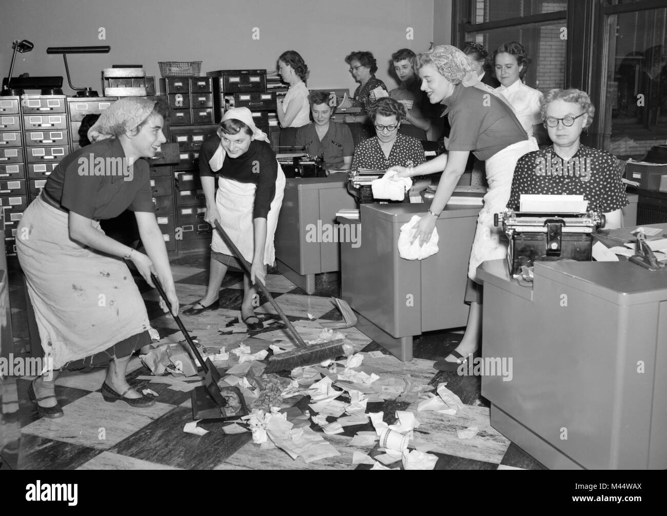 Mitarbeiter Im Büro Aufräumen Bei Einem Hausmeister Streik In Den