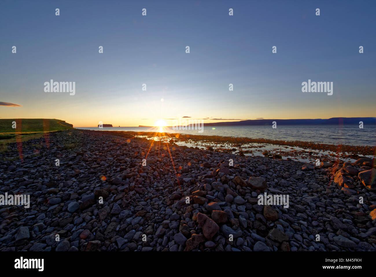 Drangey ist eine unbewohnte Insel, günstiges, sterben in der Mitte des Fjordes Skagafjörður Novalja Stockbild