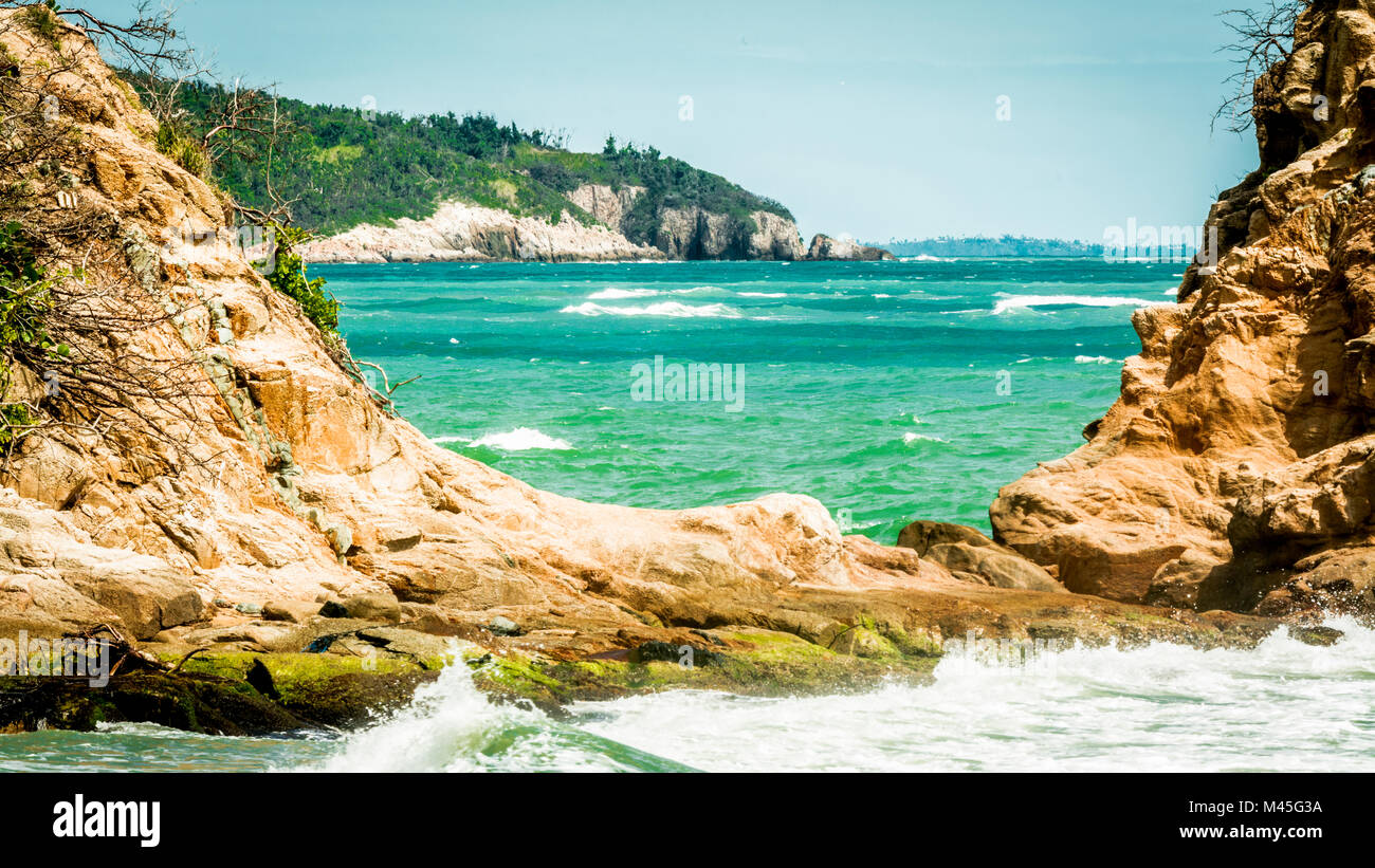 Felsformation bei yabucoa's Shore in Puerto Rico. Stockbild