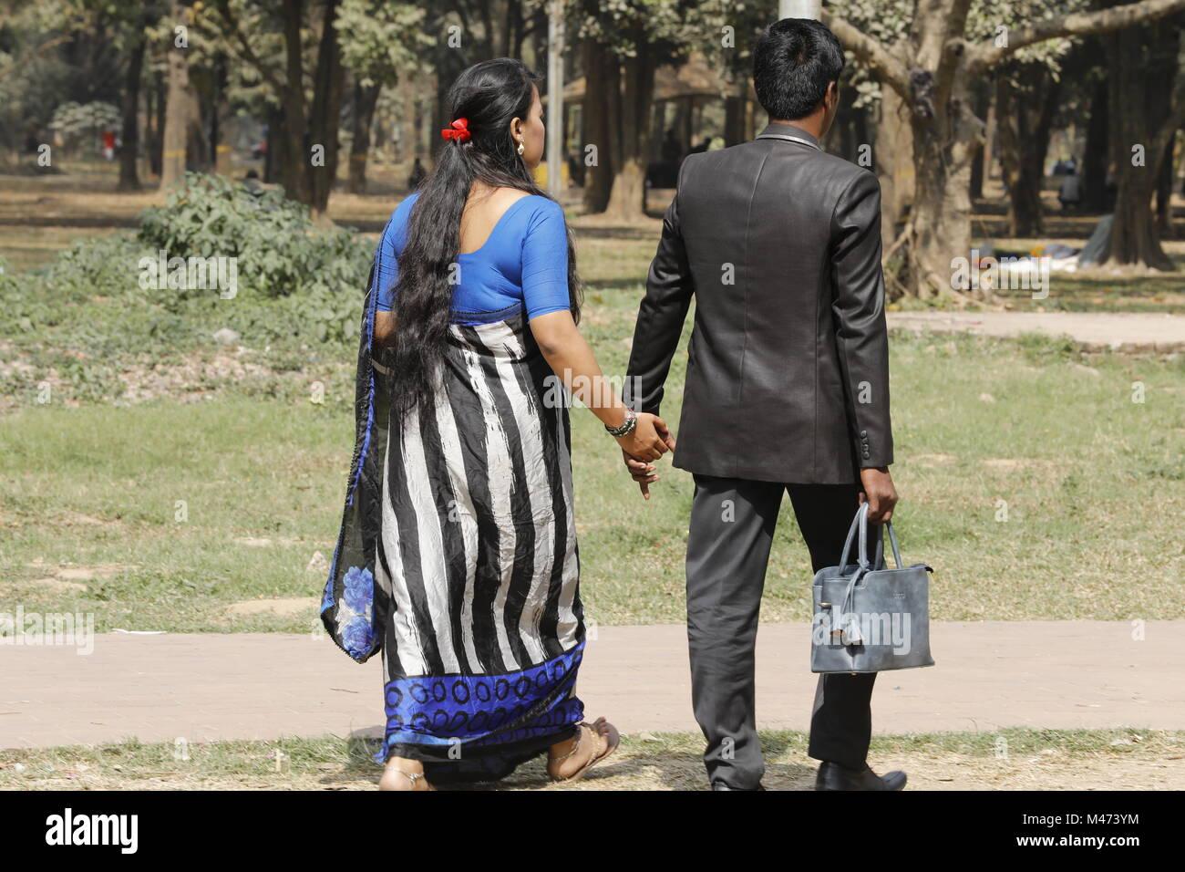 Dhaka, Bangladesch. Februar 14, 2018. Bangladeshi Paar in einem Park zum Valentinstag in Dhaka am 14. Februar 2018 Stockbild