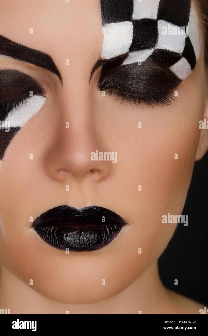 Angesichts der schönen Frau mit schwarzen und weißen Muster Stockbild