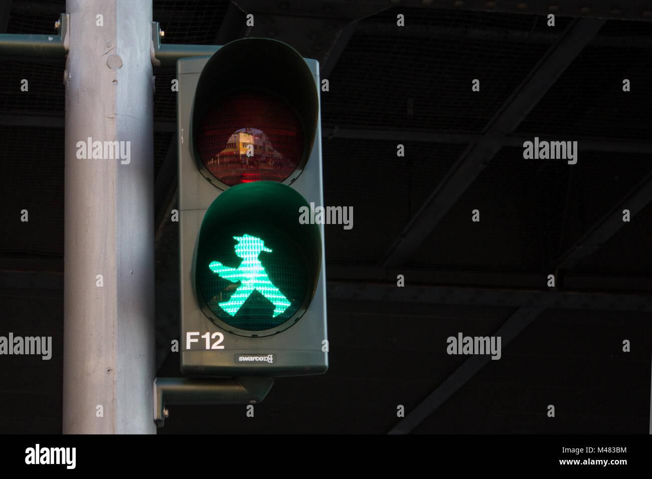 Grüne Ampel für Fußgänger, Berlin, Deutschland Stockfoto