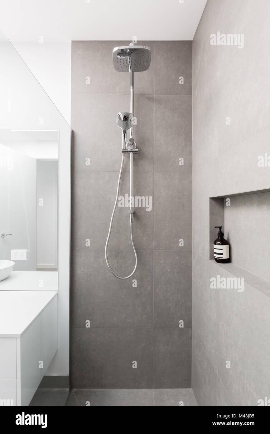 geflieste dusche stockfotos & geflieste dusche bilder - alamy