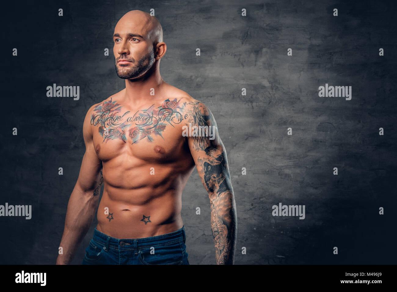 pose bodybuilder stockfotos pose bodybuilder bilder. Black Bedroom Furniture Sets. Home Design Ideas