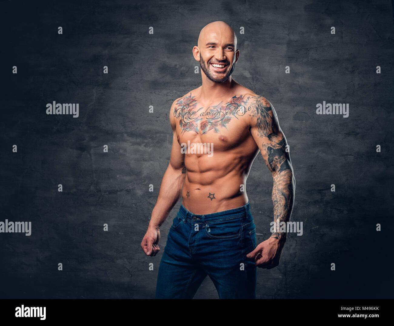 Männer mit tattoos muskulöse Tattoos bei