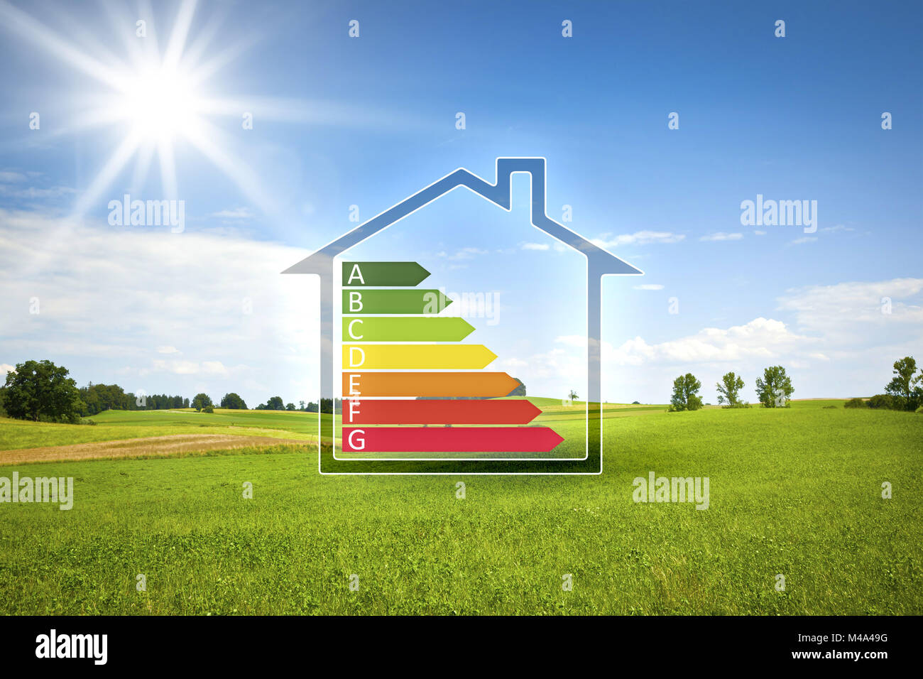 Green House in der Sonne mit Energieeffizienz graph Stockbild