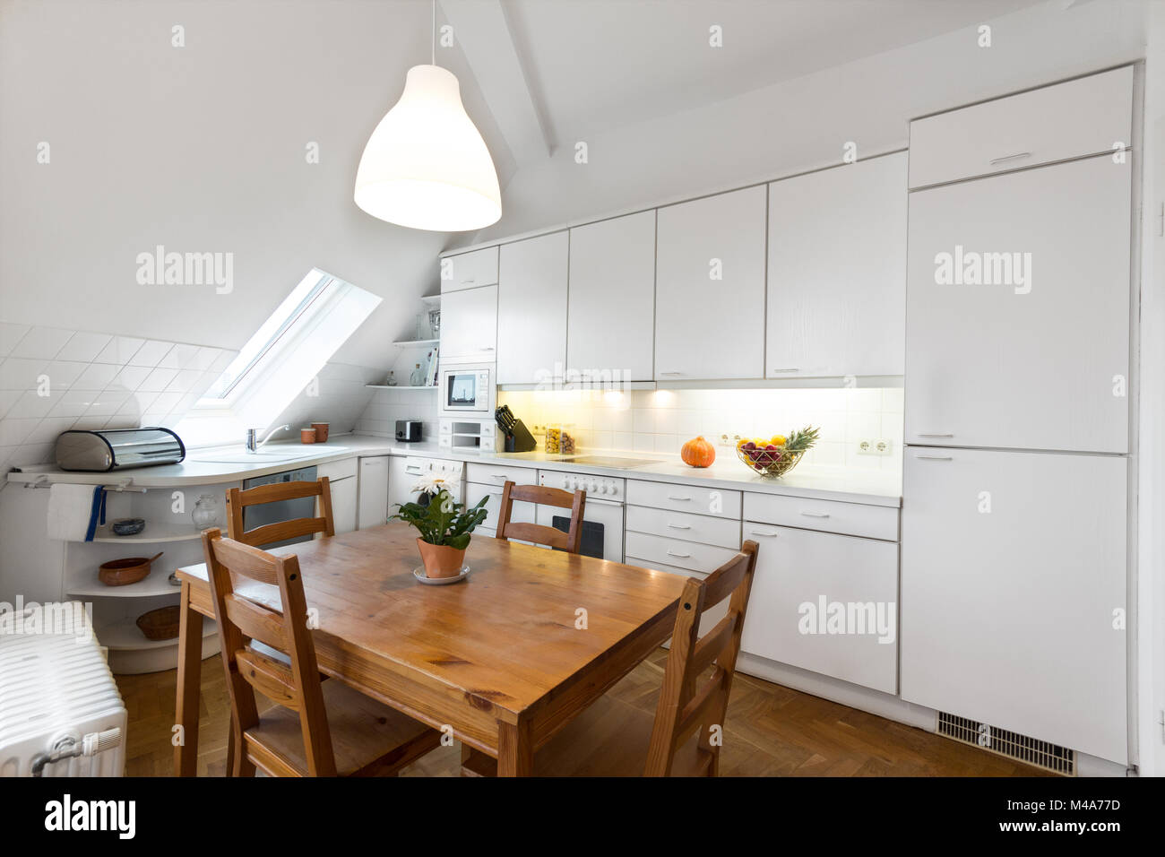 Kitchen In Attic Stockfotos & Kitchen In Attic Bilder - Alamy
