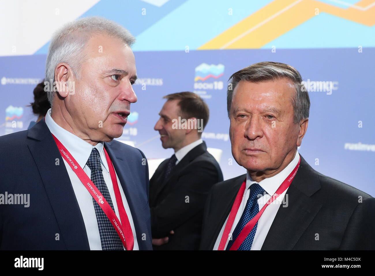 SOCHI, Russland - 15. FEBRUAR 2018: Lukoil Präsident Vagit Alekperow (L) und Gazprom der Verwaltungsrat Vorsitzender Stockfoto