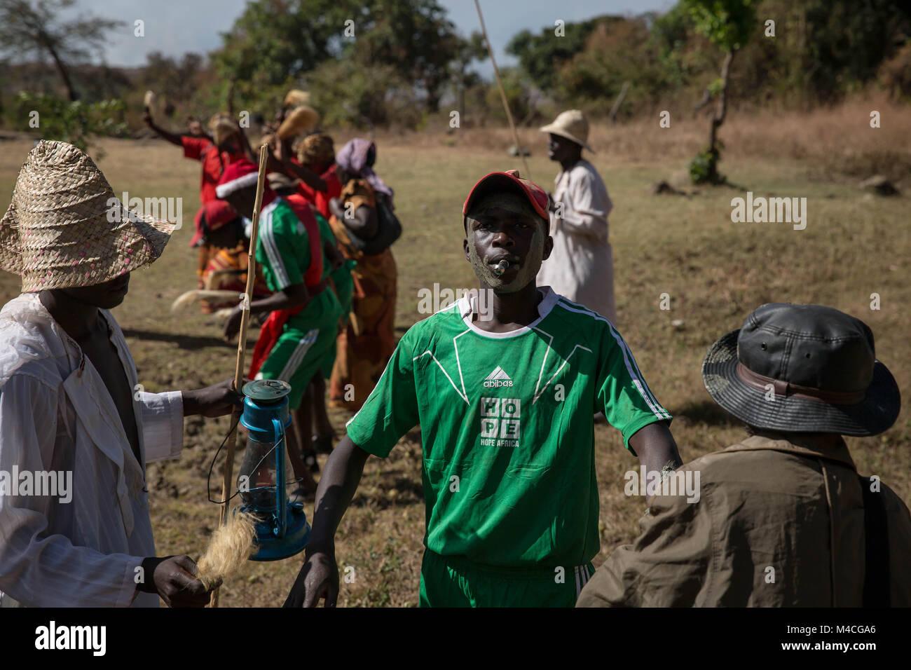 Uganda. 2 Feb, 2018. Junge Männer und Frauen aus den Sebei Stamm in ...