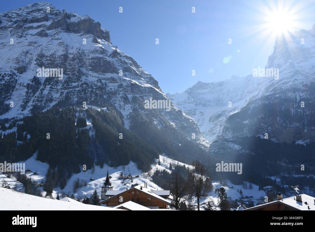 Sonnigen Wintertag in Grindelwald, Schweiz Stockbild