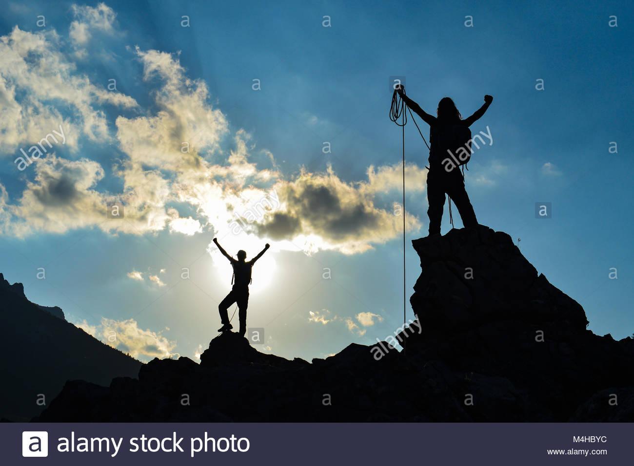 Schwieriger Kampf und Erfolg Gipfel Stockbild