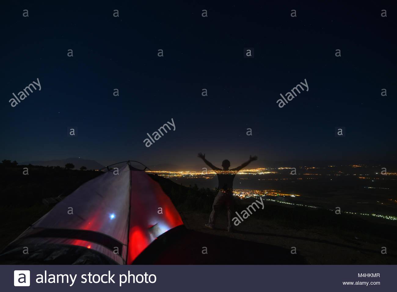 Bis Lager außerhalb der Stadt gesetzt & Camping Stockbild