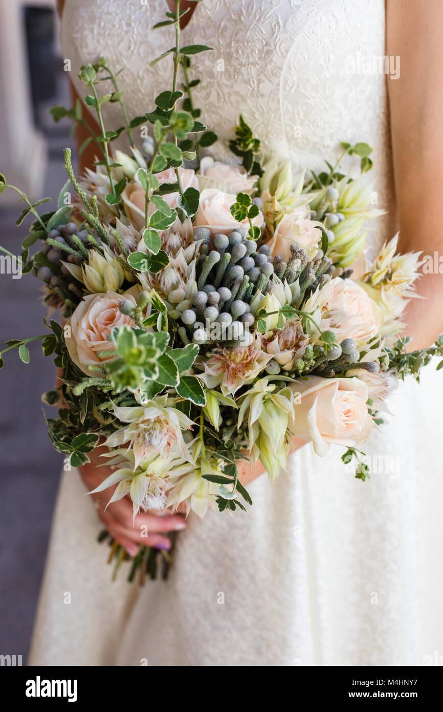 Schone Hochzeit Blumenstrauss In Der Hand Der Braut Stockfoto Bild