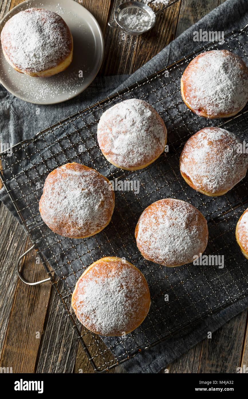 Gourmet hausgemachte Polnische paczki Krapfen mit Marmelade füllen Stockfoto