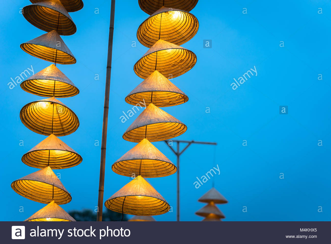 Vector Lamp Bulb Stockfotos & Vector Lamp Bulb Bilder - Seite 6 ...