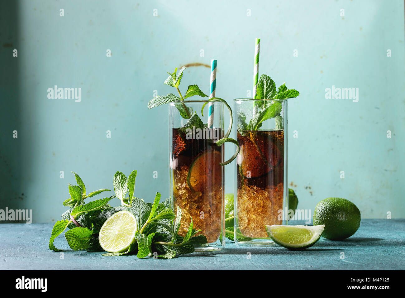 Genial Zutaten Cuba Libre Dekoration Von Zwei Gläser Classic Cocktail Mit Limetten, Minze,