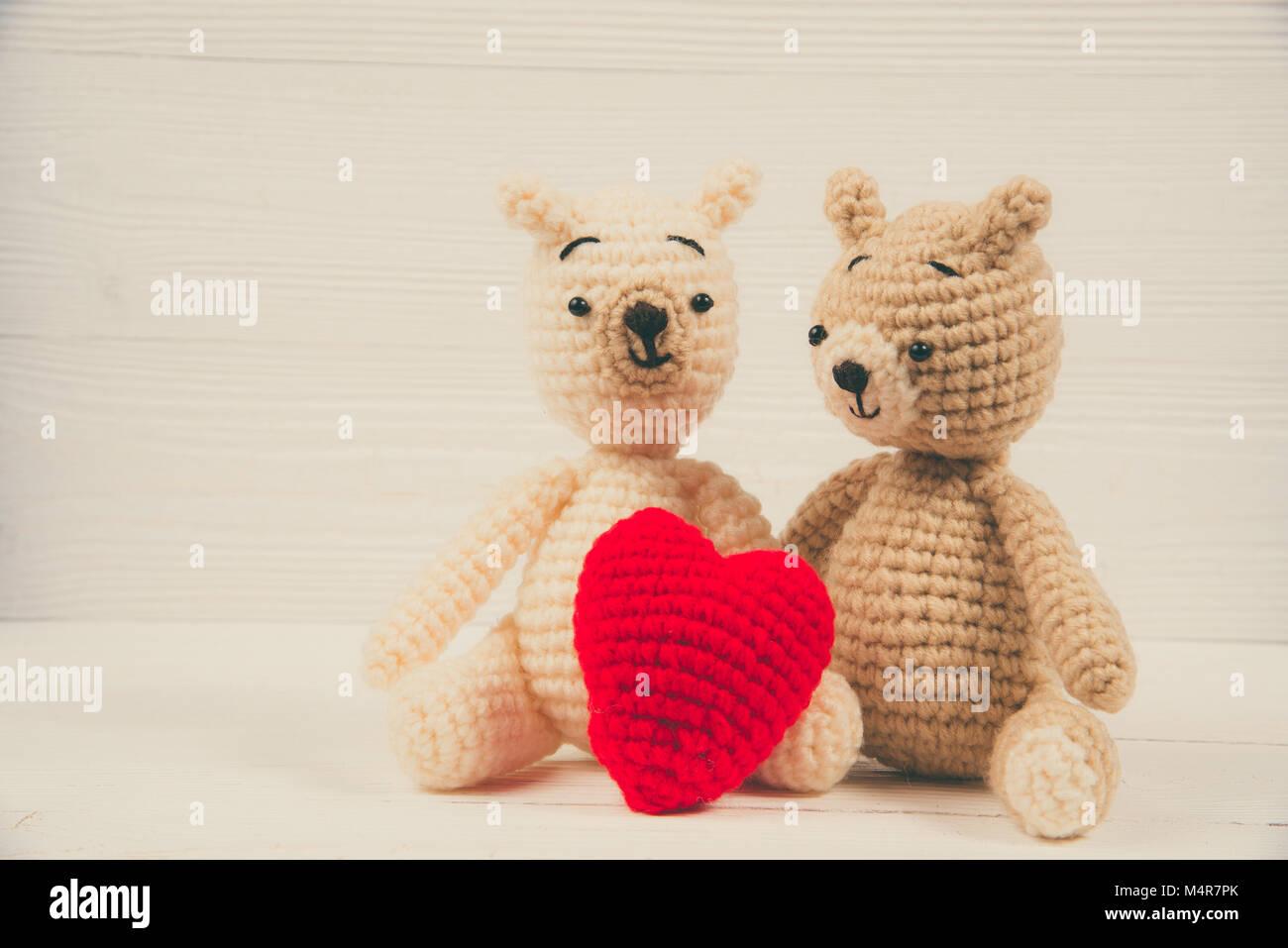 Paar Teddybär Mit Roten Herzen Häkeln Stricken Handarbeit Auf