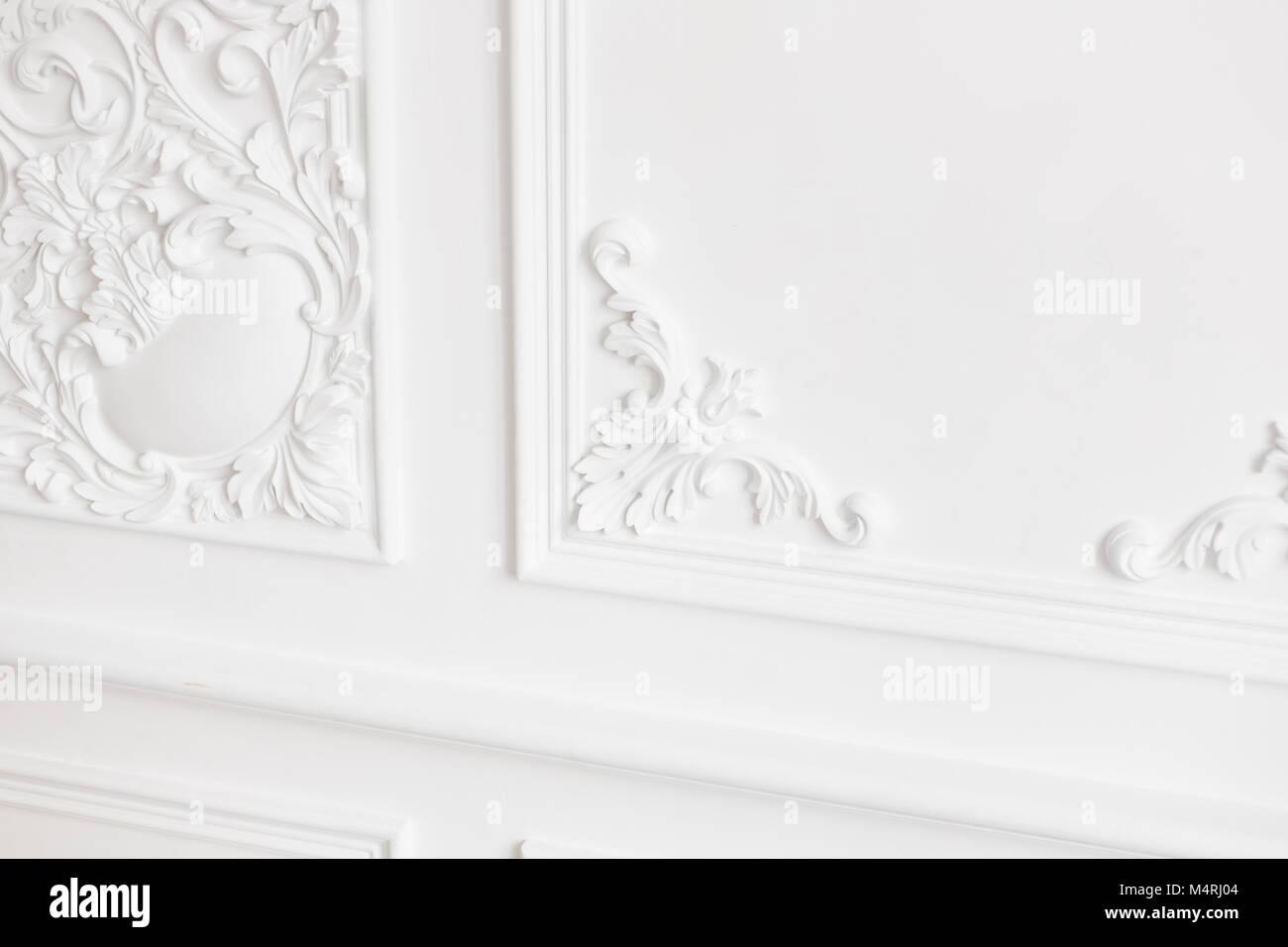 Teurer Innenausstattung. Stuck Elemente auf Licht luxus Wand. Weiß ...