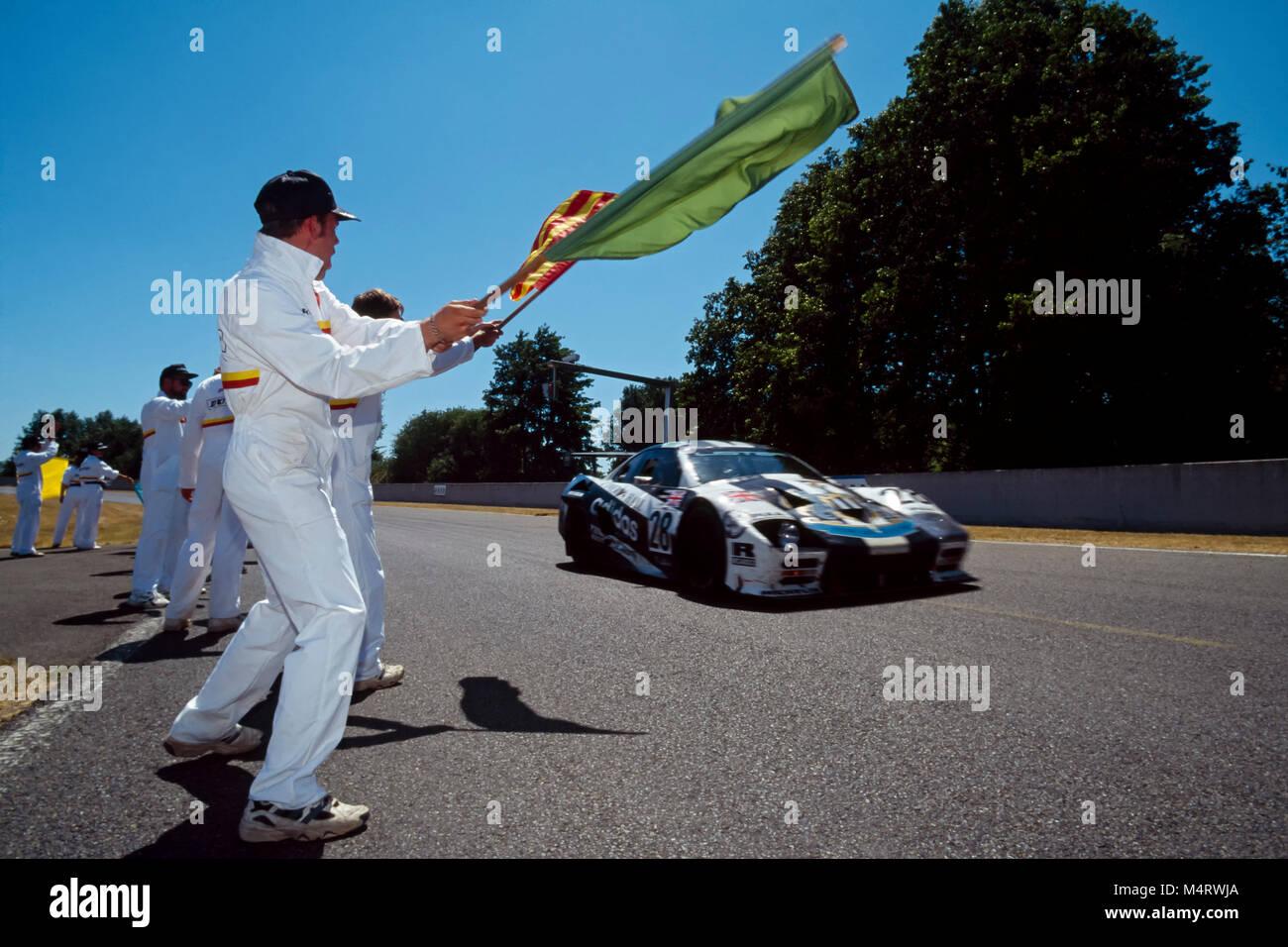 24 Std. von Le Mans 1996, Jaguar 7.0L V12, das Finish, Geoff Lees, Tiff Needell, Anthony Reid Stockbild