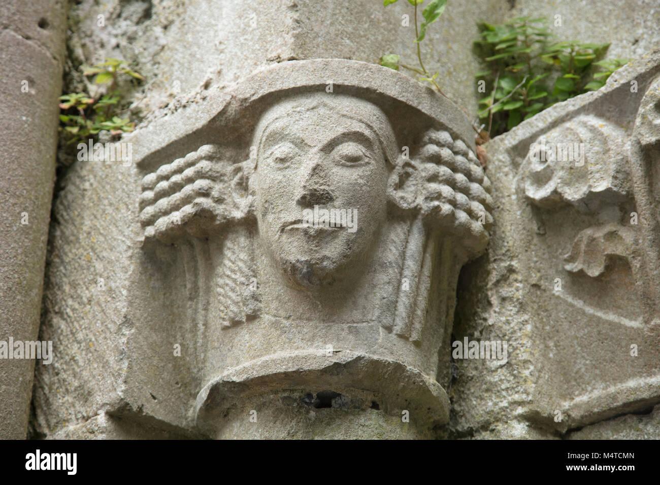 Steinbildhauerei im 13. Jahrhundert Corcomroe Abbey, County Clare, Irland. Stockfoto