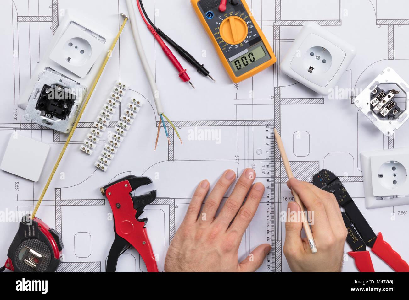Nett Elektrische Strichzeichnung Galerie - Elektrische Schaltplan ...