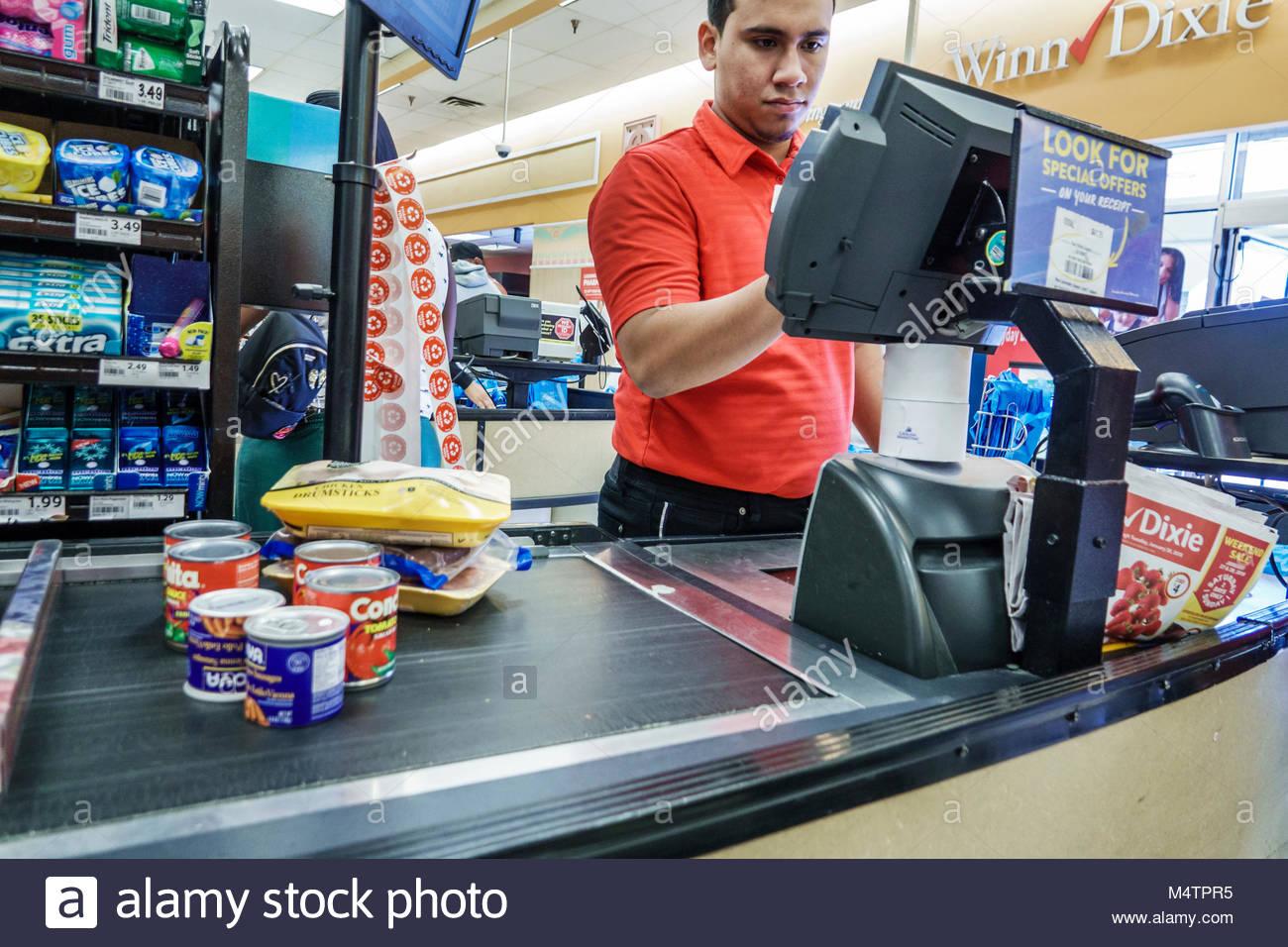 Großzügig Kassierer Pflichten Supermarkt Nimmt Proben Fotos - Entry ...