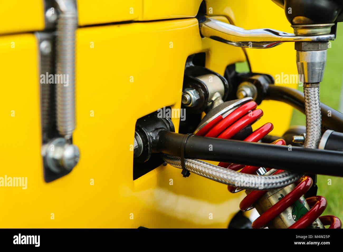 Ein Detail der Aufhängung eines leichten Sport Auto. Stockbild