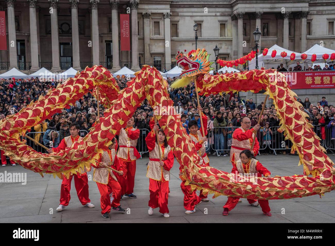 Die Dragon Dance ist in Trafalgar Square - chinesische Neujahrsfest ...