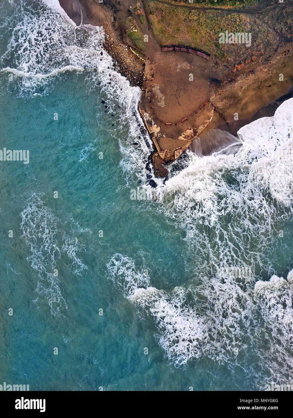 Antenne drone Foto - die antiken Ruinen von Porto Clementino, der Seehafen der antiken Stadt Tarquinia, Latium, Stockbild