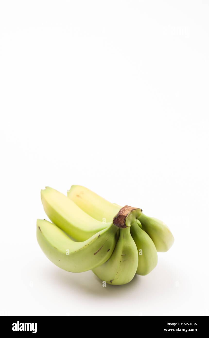 Frische Bananen Cluster auf weißem Hintergrund Stockbild