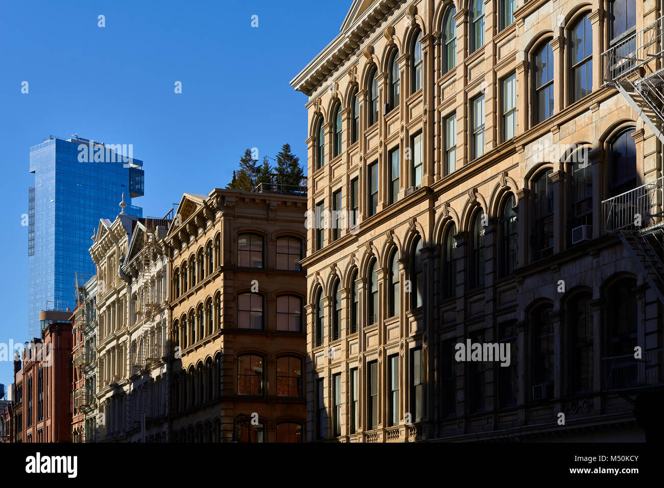 Soho Loft Fassaden bei Sonnenuntergang. Manhattan, New York City Stockbild