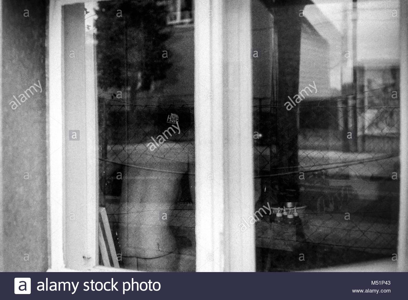 Spiegelung in einem Fenster Stockbild