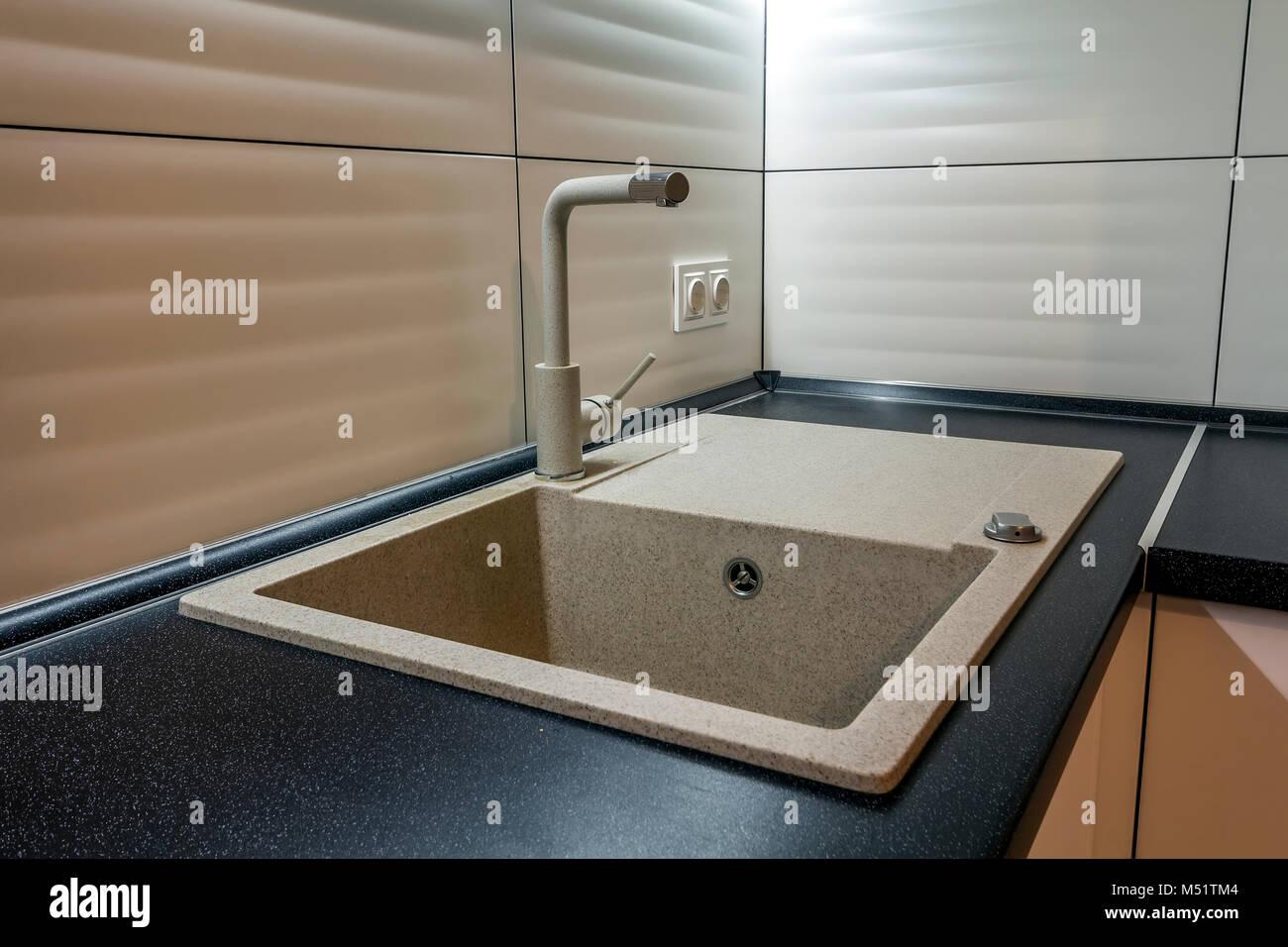 Granit Waschbecken Und Wasserhahn In Neue Moderne Kuche Innenraum