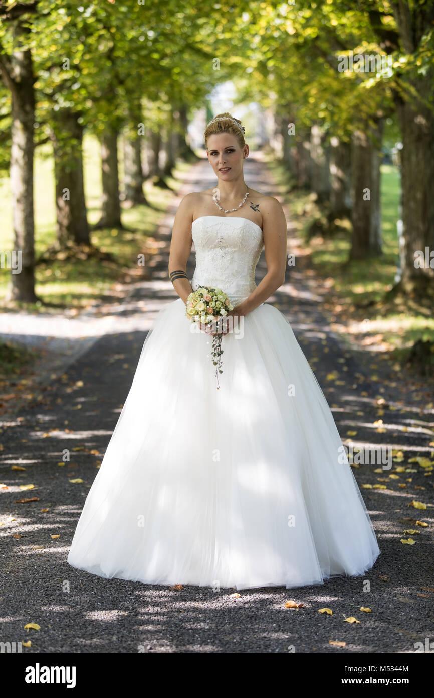 Nett Maßgeschneiderte Brautkleid Aufhänger Fotos - Hochzeit Kleid ...