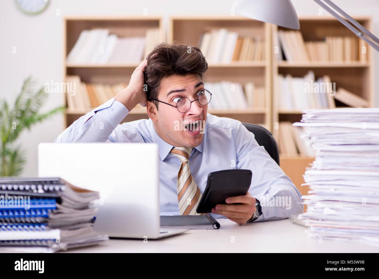 Lustige Buchhalter Buchhalter Die Arbeit Im Buro Stockfoto Bild