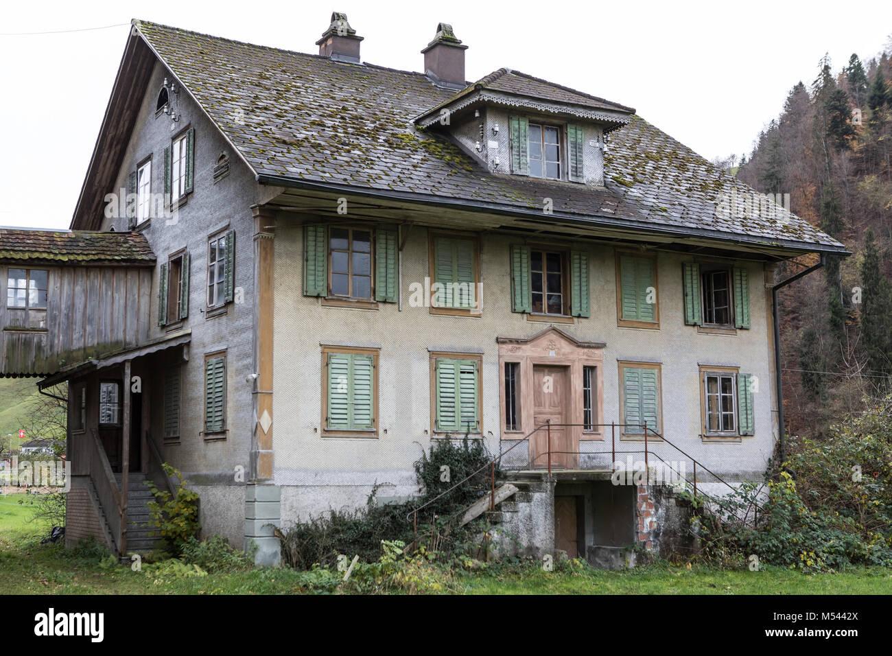 Verlassenen Wohn- und Bauernhaus - verlorene Ort Stockbild