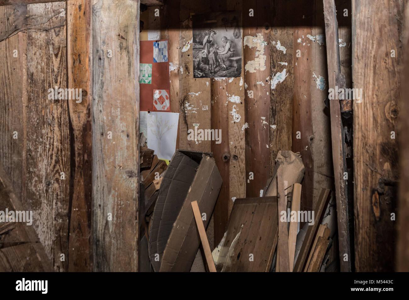 Alte Zimmer im verlassenen Haus - verlorene Ort Stockbild
