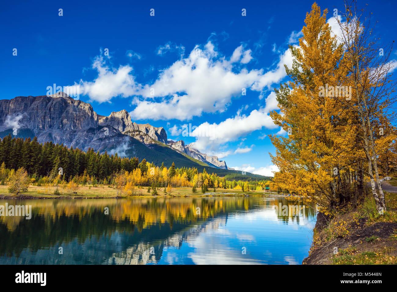 Die Kanadischen Rocky Mountains in Canmore Stockbild
