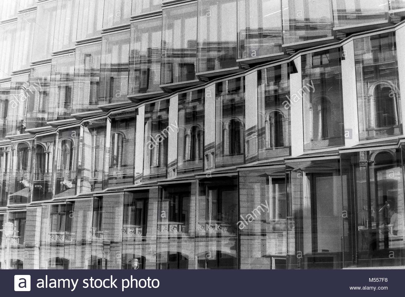 Deutscher Bundestag Verwaltung Glasfassade Stockbild