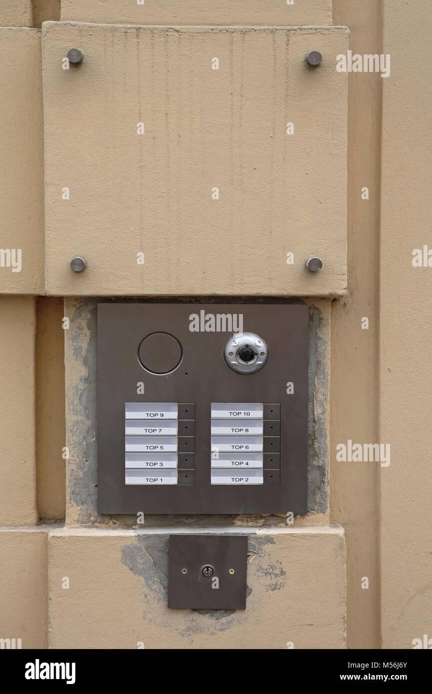 kamera, sprechanlage klingel für zehn wohnungen stockfoto, bild