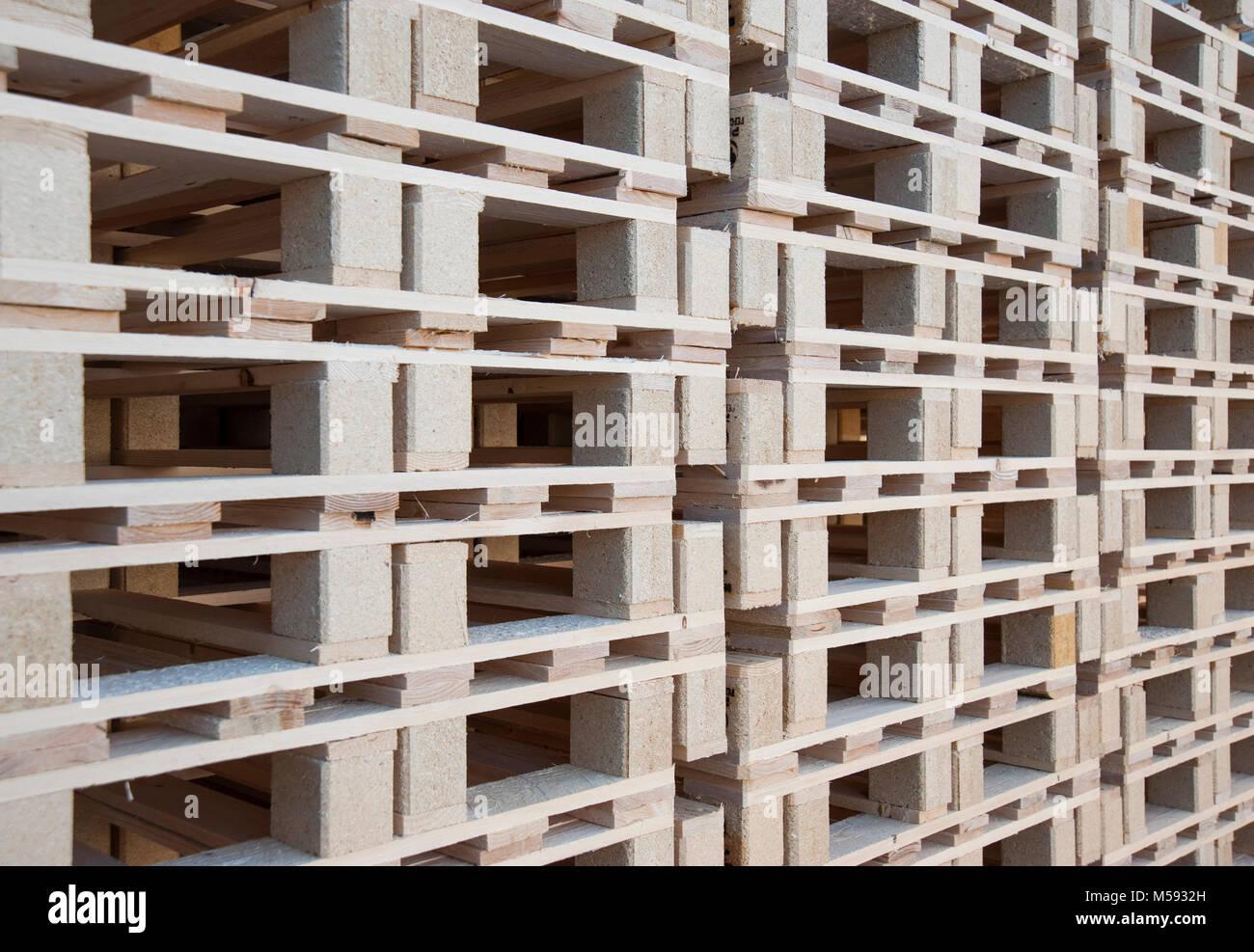 Eine Wand Aus Holz Paletten Gestapelt übereinander Stockfoto Bild