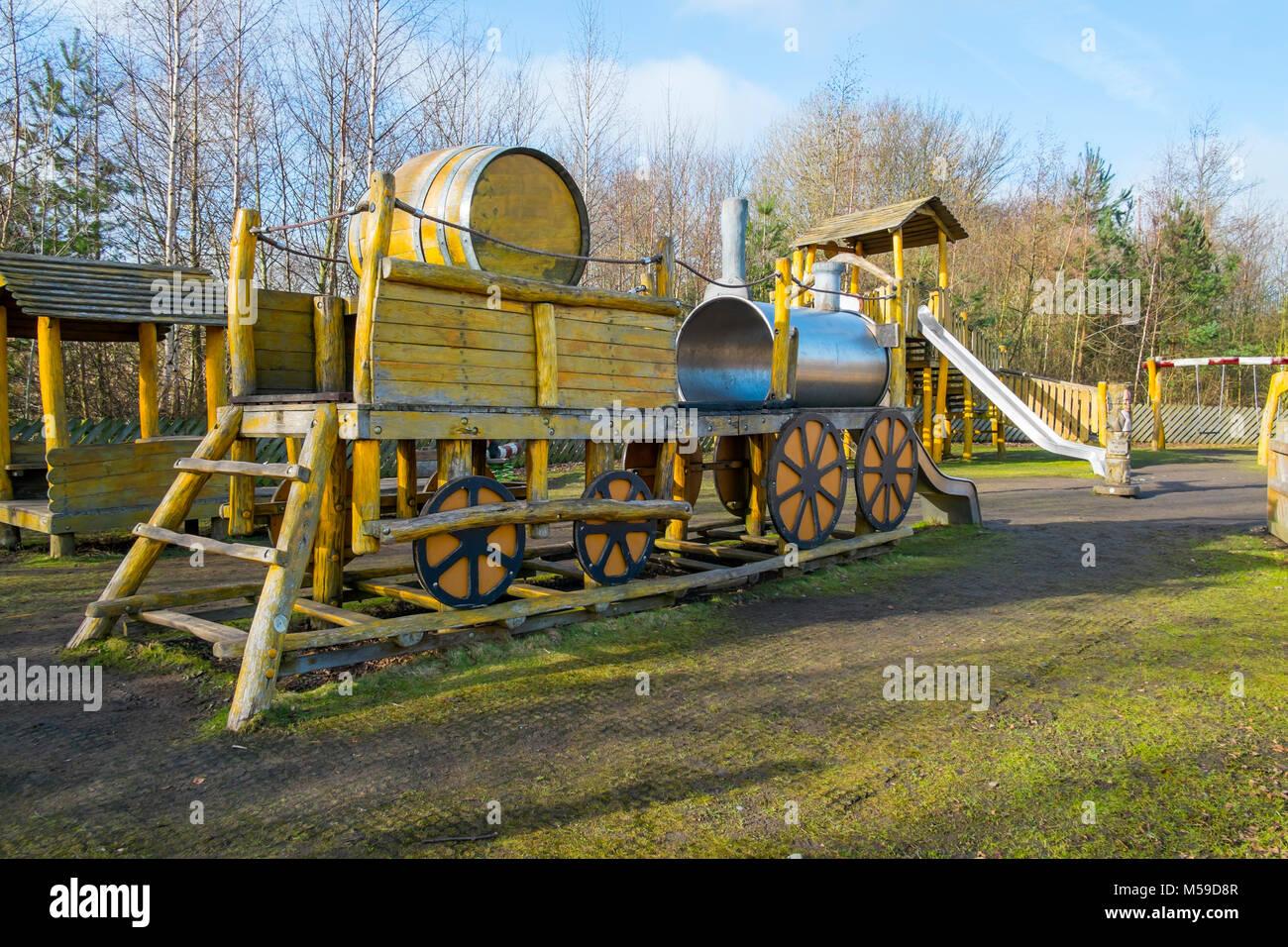 Klettergerüst Mit Rutsche : Gutes spiel umgebung kinderspielplatz mit einem altmodischen